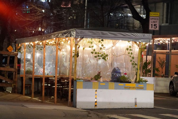New York eateries struggle with outdoor dining COVID-19 anxieties
