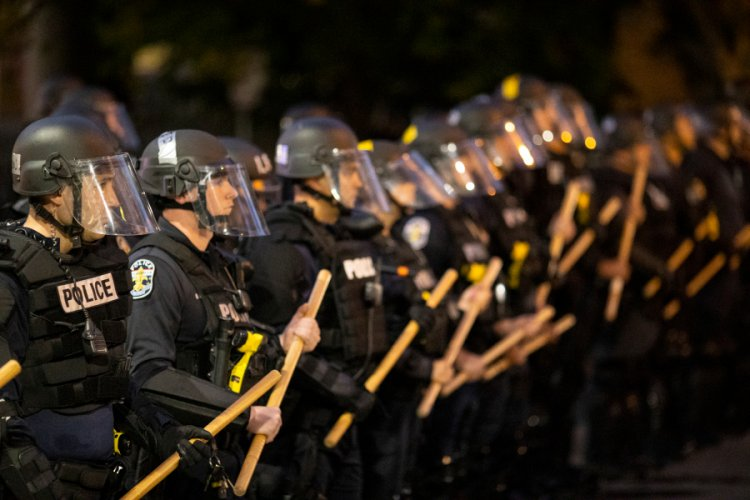 Kentucky lawmakers propose bill making it a crime to insult, taunt police officers during riots
